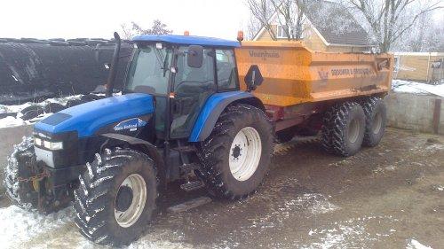 De New Holland TM155 voor een Veenhuis van Brouwer & Brouwer.. Geplaatst door Romke op 27-01-2013 om 10:34:30, met 6 reacties.