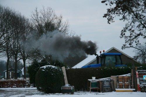 New Holland T 8020 in de sneeuw. Meer foto's staan op http://www.jtnfotografie.nl. Geplaatst door jurgenkrijt op 27-01-2013 om 16:31:29, met 4 reacties.