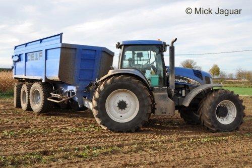 New Holland TG 285 met DEWA landbouwkipper tijdens de bietenoogst. Loonwerken Staelens uit Assenede (B)