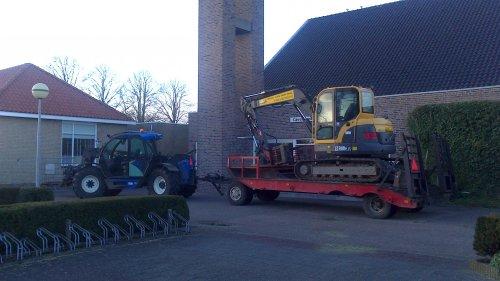 De Verreiker met dieplader en kraan er achter.. Geplaatst door Romke op 06-02-2013 om 21:26:48, op TractorFan.nl - de nummer 1 tractor foto website.