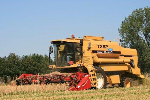 New Holland TX 62 aan het maaidorsen afgelopen zomer. Meer foto's staan op http://www.jtnfotografie.nl