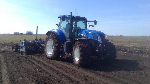 Even kilveren met de New Holland T7.250.. Geplaatst door Romke op 07-04-2013 om 13:05:44, op TractorFan.nl - de nummer 1 tractor foto website.