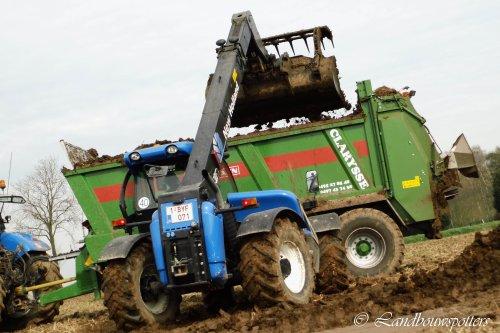 Foto van een New Holland LM 5060, bezig met poseren. Clarysse - Deerlijk. Geplaatst door tractorfreek op 11-05-2013 om 21:28:53, op TractorFan.nl - de nummer 1 tractor foto website.
