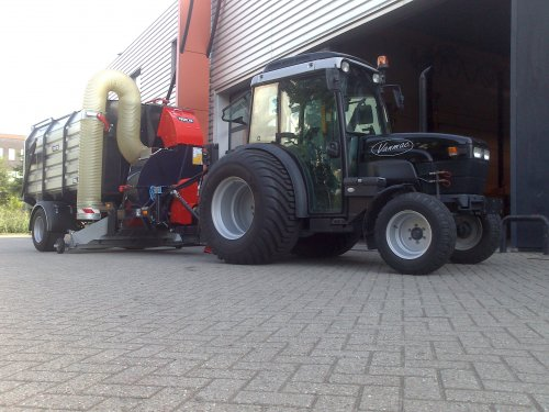 sg1180 testdraaien met de tn 75. Geplaatst door koenmv op 03-10-2013 om 18:33:08, op TractorFan.nl - de nummer 1 tractor foto website.