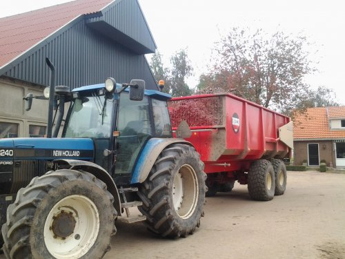 New Holland 8240 van spruitenkoning