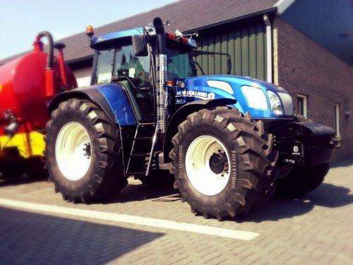Foto van een New Holland TVT 170 Blue Power. Topper of niet?. Geplaatst door yourisnaak op 20-10-2013 om 20:00:21, met 8 reacties.