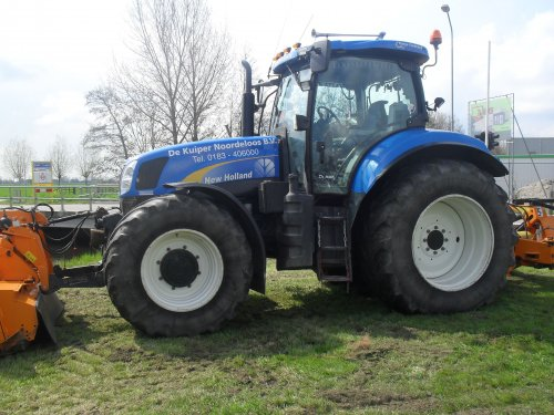 New Holland T 6080 van takeuchikamerik