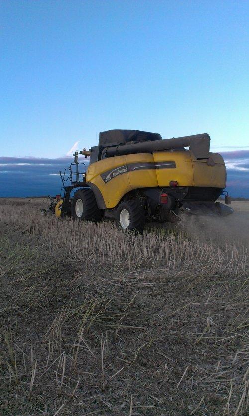 Foto van een New Holland CX 860, Blackfalds, Alberta, Canada.. Geplaatst door JordiValmetValtra op 31-10-2013 om 19:04:09, met 3 reacties.