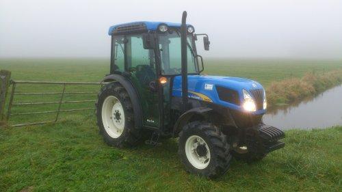 New holland T4030V... Geplaatst door malcon op 11-12-2013 om 21:36:10, op TractorFan.nl - de nummer 1 tractor foto website.