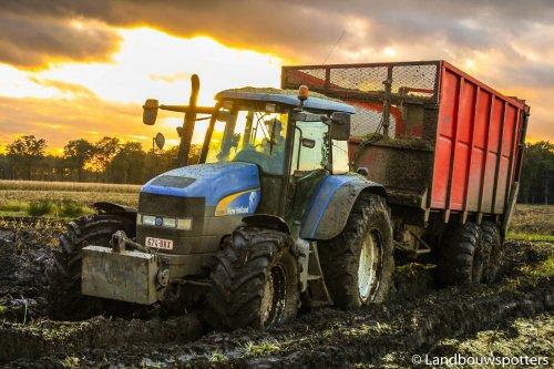 Foto van een New Holland TM 190, bezig met maïs hakselen. Claeys Agri - Ursel https://www.facebook.com/Landbouwspotters?fref=ts