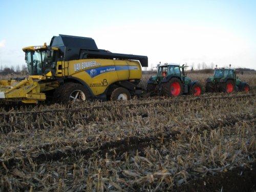 Foto van een New Holland combine. Geplaatst door ian-martens op 21-12-2013 om 16:12:09, op TractorFan.nl - de nummer 1 tractor foto website.