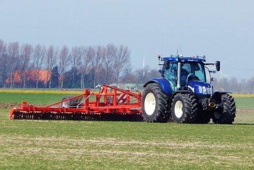 Foto van een New Holland T 6.160, bezig met ploegen / eggen.. Geplaatst door Martin Holland op 20-03-2014 om 15:34:47, met 4 reacties.