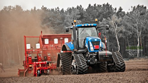 New Holland T 8050 met Grimme GL 860 & Grimme GF 800  Aardappelteler Koolen.  Eerste foto's mogen maken van deze unieke combinatie!