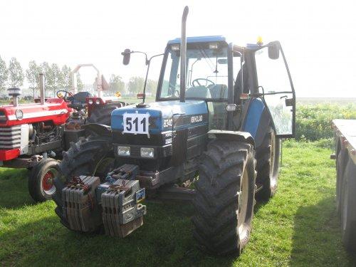Foto van een New Holland 8340, bezig met tractorpulling.. Geplaatst door redgiant op 13-04-2014 om 19:53:59, met 4 reacties.