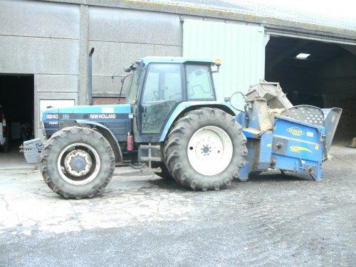 New Holland 8240 van dairyfarmer