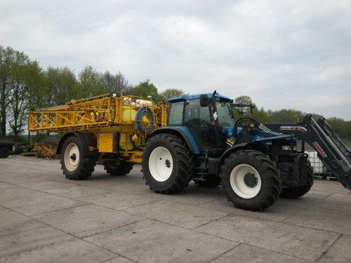 Foto van een New Holland TM 115 met de nieuwe Dubex Actor spuit. 42 meter en Selector dopafsluiting.