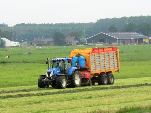 Loonbedrijf Kraan en Spaan in actie.. Geplaatst door trekkerfanz-h op 21-06-2014 om 16:30:34, met 9 reacties.