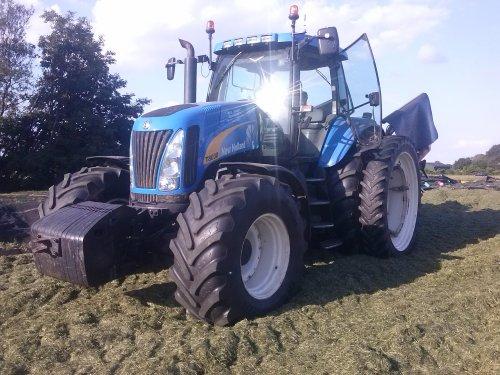 Kuil aanrijden met  T 8030 Jansen Eupe. Geplaatst door fanMF op 21-06-2014 om 18:48:30, op TractorFan.nl - de nummer 1 tractor foto website.