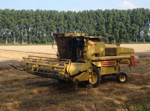 Foto van een New Holland 8080.. Geplaatst door collin ihfan op 02-08-2014 om 20:47:08, op TractorFan.nl - de nummer 1 tractor foto website.