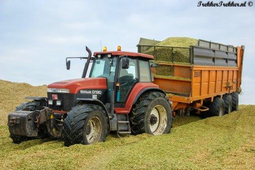 Zo zie ik ze graag! Dikke New Holland G190 met Dezeure 3-asser, met tractie uiteraard.  Binnenkort meer op: http://www.trekkertrekker.nl