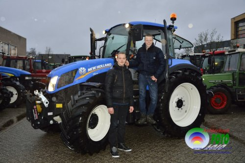Ik met de New Holland T 5.115, bezig met poseren bij nationale trekker dag op AOC-Oost in Doetinchem :)