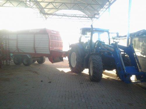 Foto van een New Holland T 6.120, bezig met poseren.. Geplaatst door oostdamniels98 op 18-01-2015 om 22:41:00, op TractorFan.nl - de nummer 1 tractor foto website.