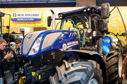 De nieuwe New Holland T 7 serie op de SIMA in Parijs! O.a deze New Holland T7.225 Blue Power! (2015)
