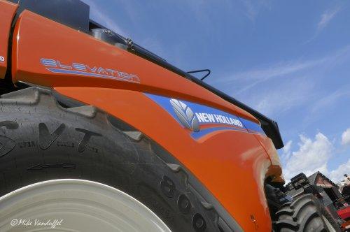 Wat als ... ... New Holland iedere kleur leverde? Dan stond hij zo in Peer in loods! ;)  New Holland CX 7090