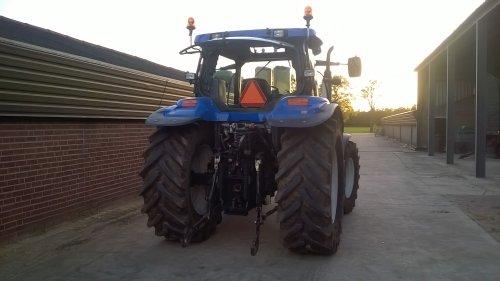 Foto van een New Holland TS 115 A.. Geplaatst door gudo op 06-05-2015 om 21:04:09, op TractorFan.nl - de nummer 1 tractor foto website.