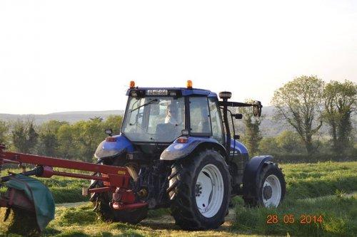 New Holland TS 115.. Geplaatst door Meally Silage op 15-05-2015 om 13:10:09, op TractorFan.nl - de nummer 1 tractor foto website.