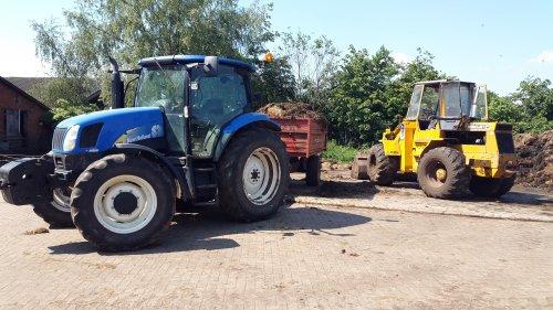 Foto van een New Holland TS 100 A, druk bezig met Poseren.. Geplaatst door Guus7 op 07-06-2015 om 18:24:15, op TractorFan.nl - de nummer 1 tractor foto website.