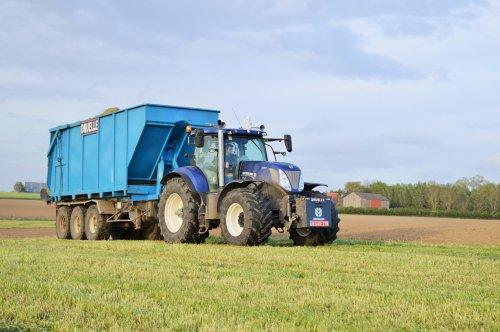 Foto van een New Holland T 7.270, bezig met poseren.. Geplaatst door Jan Ramon op 24-06-2015 om 18:28:05, op TractorFan.nl - de nummer 1 tractor foto website.