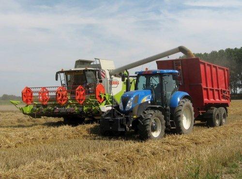 Foto van een New Holland T 6070 Gen2.. Geplaatst door collin ihfan op 09-08-2015 om 12:53:08, op TractorFan.nl - de nummer 1 tractor foto website.