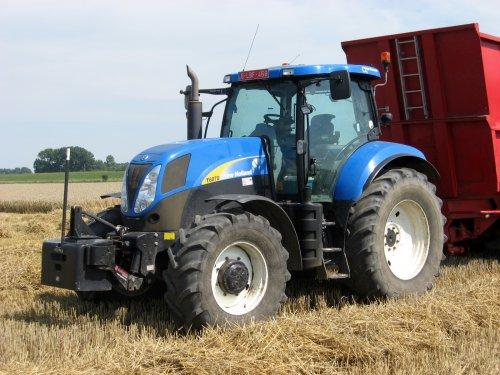 Foto van een New Holland T 6070 Gen2.. Geplaatst door collin ihfan op 09-08-2015 om 12:53:30, op TractorFan.nl - de nummer 1 tractor foto website.