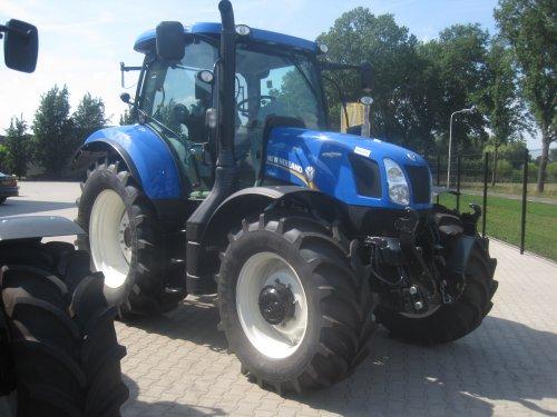 Foto van een New Holland T 6.160, bezig met poseren.. Geplaatst door jordi 1455 op 26-08-2015 om 20:47:18, op TractorFan.nl - de nummer 1 tractor foto website.