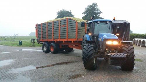 New Holland TM 130 van remcotrekker