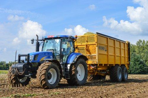 Loonbedrijf hena Bvba met de pukky.. Geplaatst door Jens Van Loy op 24-11-2015 om 19:51:37, op TractorFan.nl - de nummer 1 tractor foto website.
