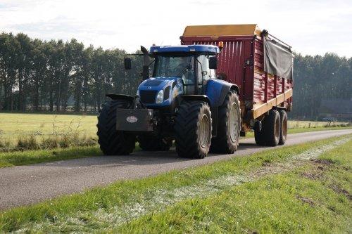 Foto van een New Holland T 7500, druk bezig met Gras hakselen. PAP holten. Geplaatst door Agriculture_eu op 09-12-2015 om 18:17:50, op TractorFan.nl - de nummer 1 tractor foto website.