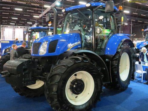 Foto van een New Holland T 6.160, bezig met poseren. Landbouw beurs 2015 Assen.. Geplaatst door oldtimergek op 14-12-2015 om 17:13:27, op TractorFan.nl - de nummer 1 tractor foto website.