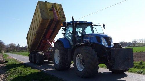 Compost rijden. Geplaatst door fendtkaja op 01-02-2016 om 19:25:04, op TractorFan.nl - de nummer 1 tractor foto website.