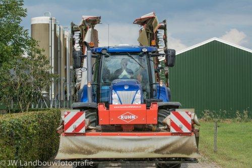 Foto van een New Holland T 7.220. Geplaatst door deerefan op 03-02-2016 om 00:48:18, op TractorFan.nl - de nummer 1 tractor foto website.