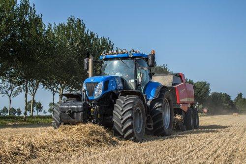 Schoorl Agrarisch Loonwerk in het stro met zijn New Holland T 7.220!. Geplaatst door LandbouwLeistra op 15-02-2016 om 20:45:35, met 2 reacties.