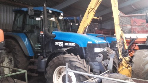 New Holland 8260 van jellehoekstra
