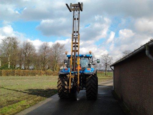 New holland met de hefmast. de hefmast is te koop!. Geplaatst door gudo op 20-02-2016 om 20:26:32, met 11 reacties.