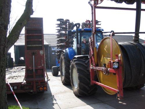 Foto van een New Holland T 7.220 W. Verburg. Geplaatst door dikketrekker op 15-03-2016 om 12:09:40, op TractorFan.nl - de nummer 1 tractor foto website.