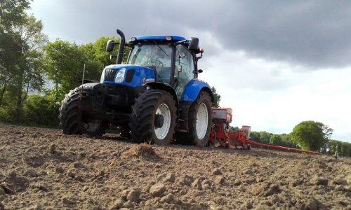 Foto van een New Holland T 6.160. Geplaatst door bisje7050 op 14-05-2016 om 21:10:37, op TractorFan.nl - de nummer 1 tractor foto website.