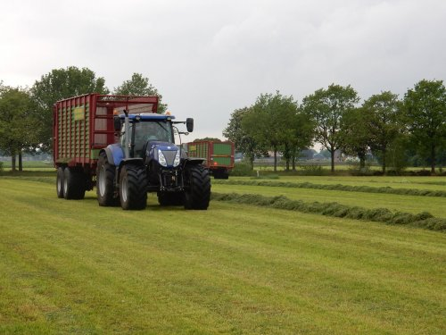 Foto van een New Holland T 7.220. Geplaatst door jans-eising op 22-05-2016 om 20:51:50, op TractorFan.nl - de nummer 1 tractor foto website.