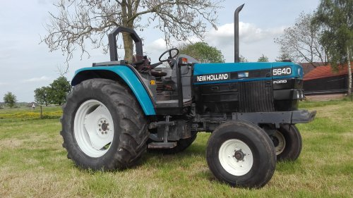 Foto van een New Holland 5640. Geplaatst door berendn op 24-05-2016 om 23:00:25, op TractorFan.nl - de nummer 1 tractor foto website.