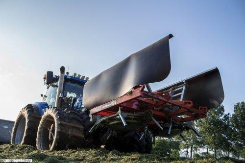 De New Holland T 7.220 van Schoorl Agrarisch Loonwerk maakt er een mooi bultje van.. Geplaatst door LandbouwLeistra op 29-05-2016 om 20:12:51, met 5 reacties.
