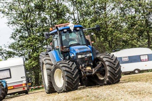 Foto van een New Holland TM 120. Geplaatst door jjgreentree op 13-06-2016 om 22:05:37, op TractorFan.nl - de nummer 1 tractor foto website.